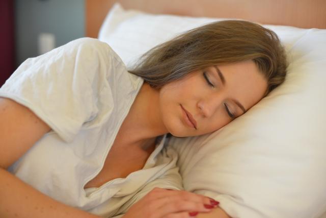 寝る前にホットアイマスクを使うのは効果的?そのまま寝ていいの?